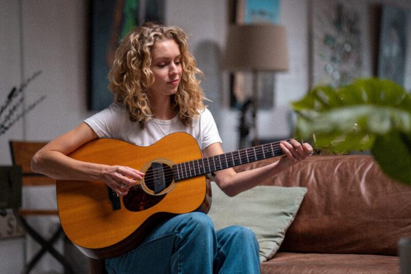 Aprender a tocar violão.
