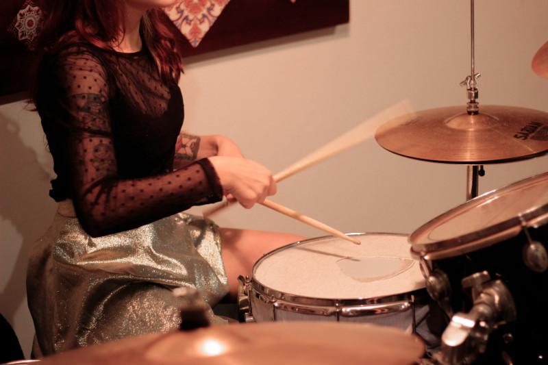 Como tocar bateria