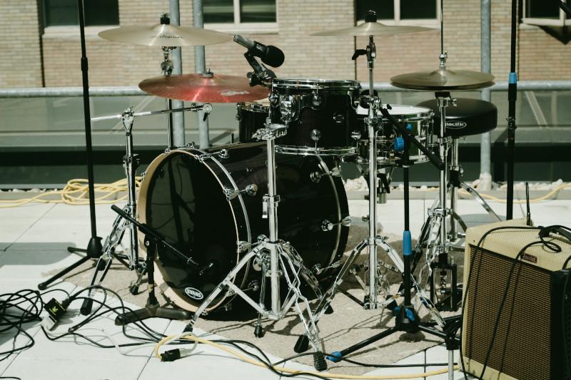 Kit de bateria - Aprender como tocar bateria de maneira certa.